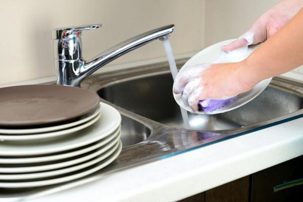 washing-up-dishes