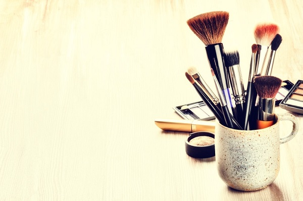 washing-make-up-brushes